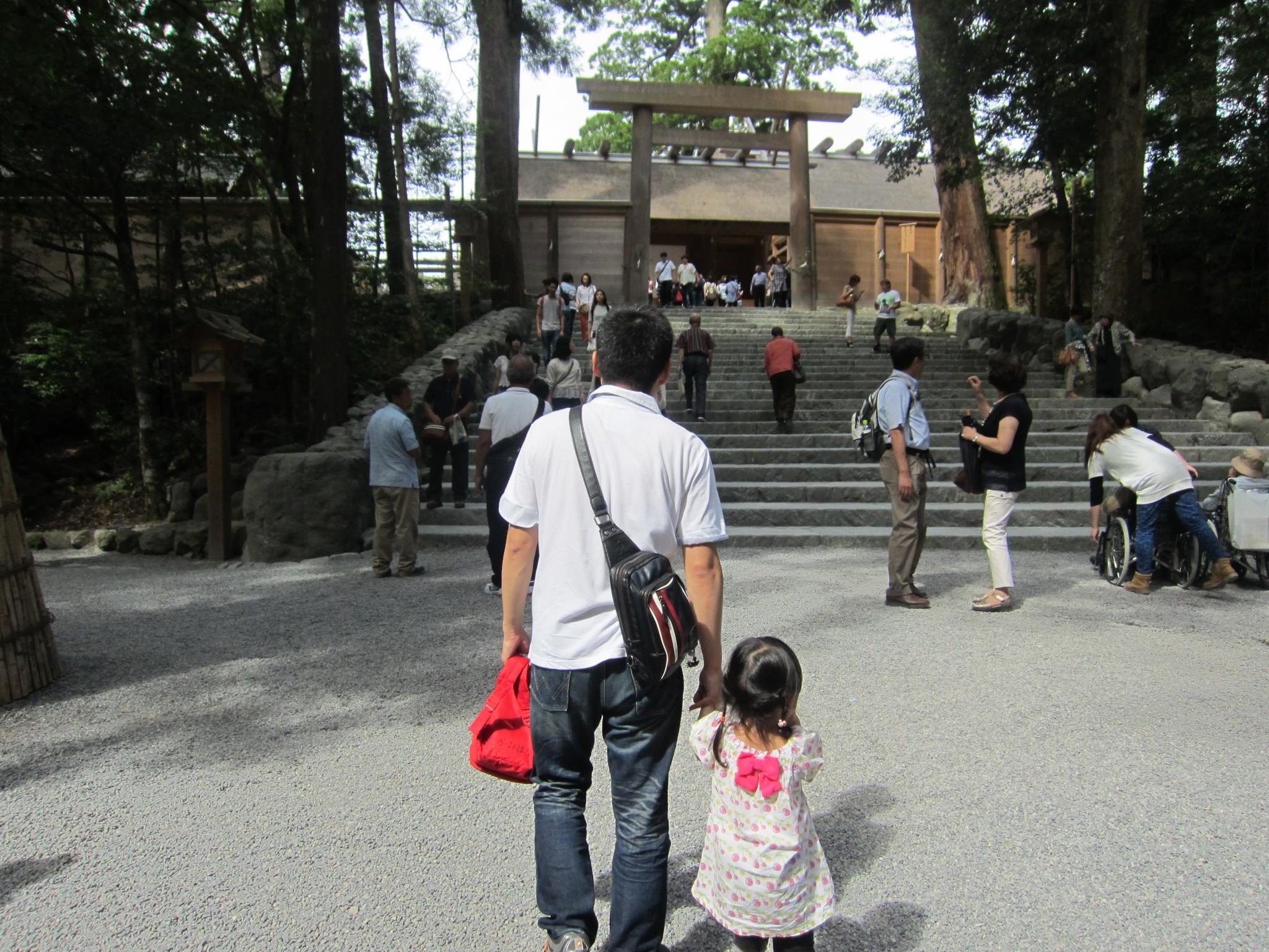 個人での伊勢神宮参拝の様子