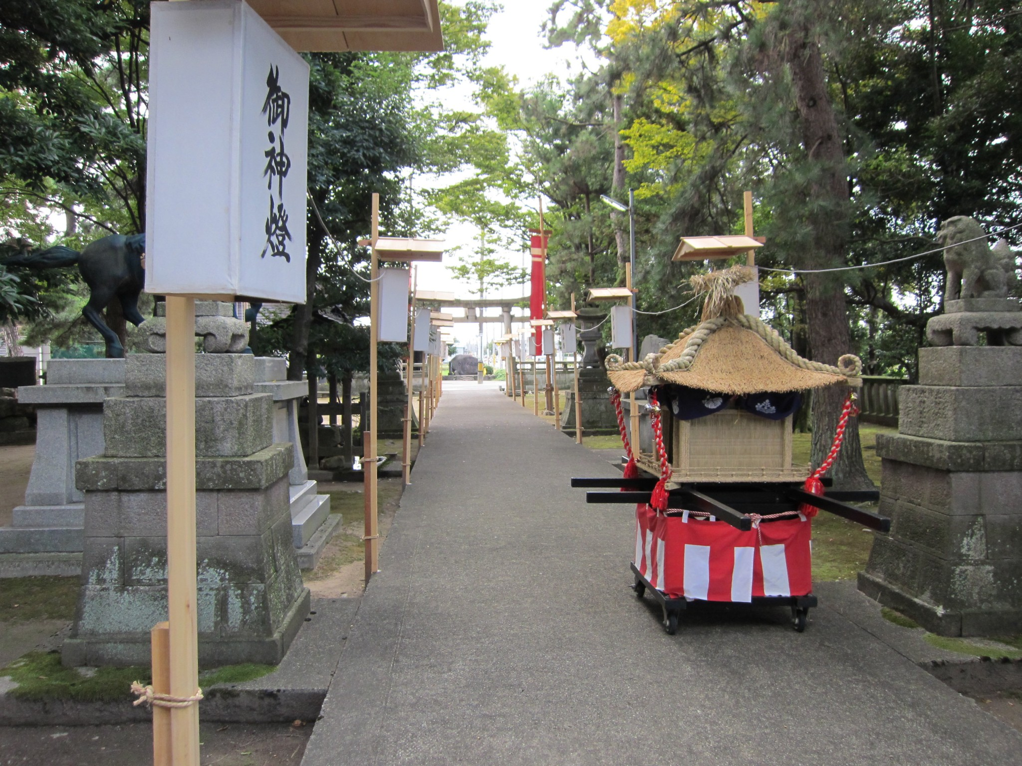 平成22年10月16日 宇佐八幡神社 手作りの子供神輿