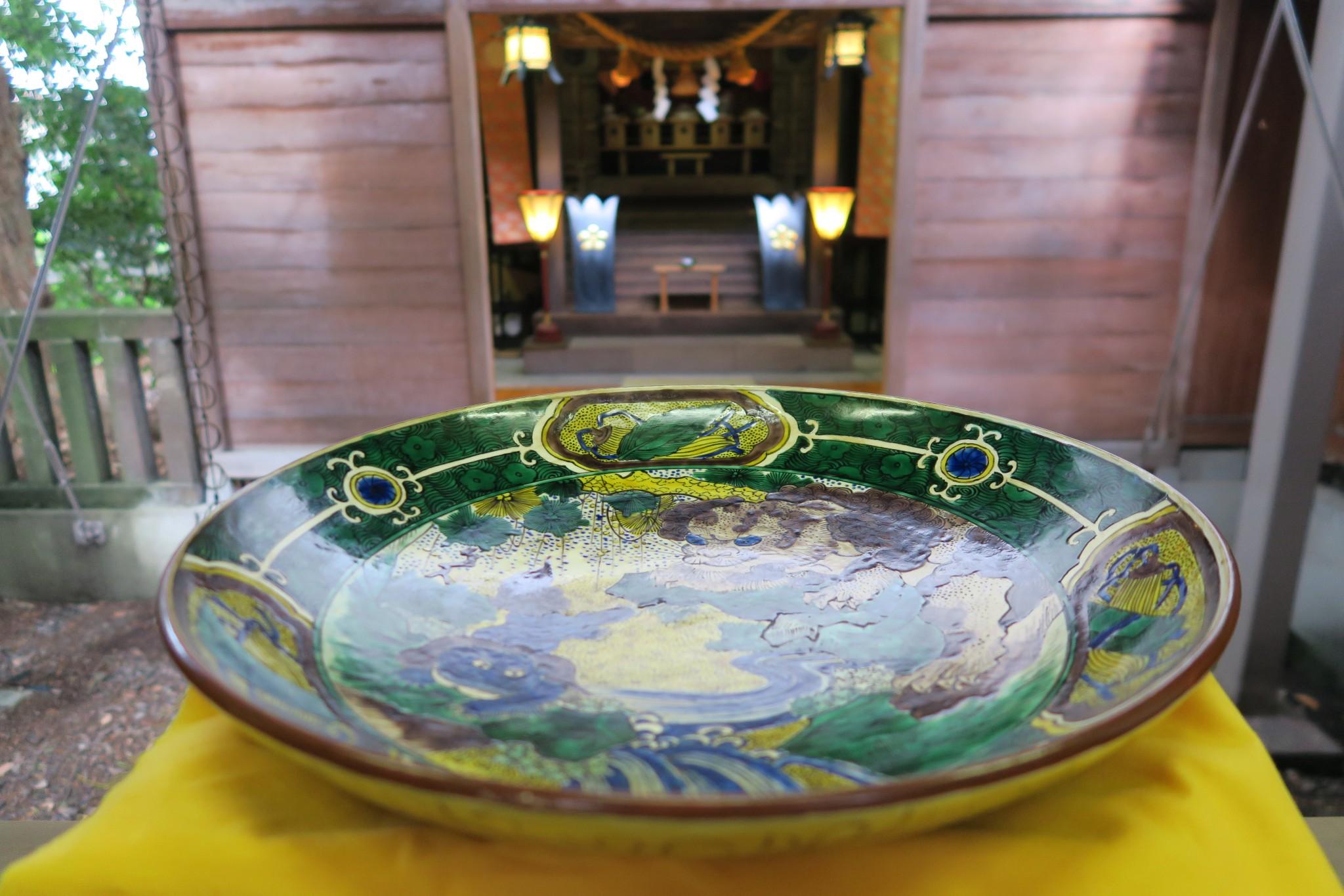奉納された古九谷の大皿