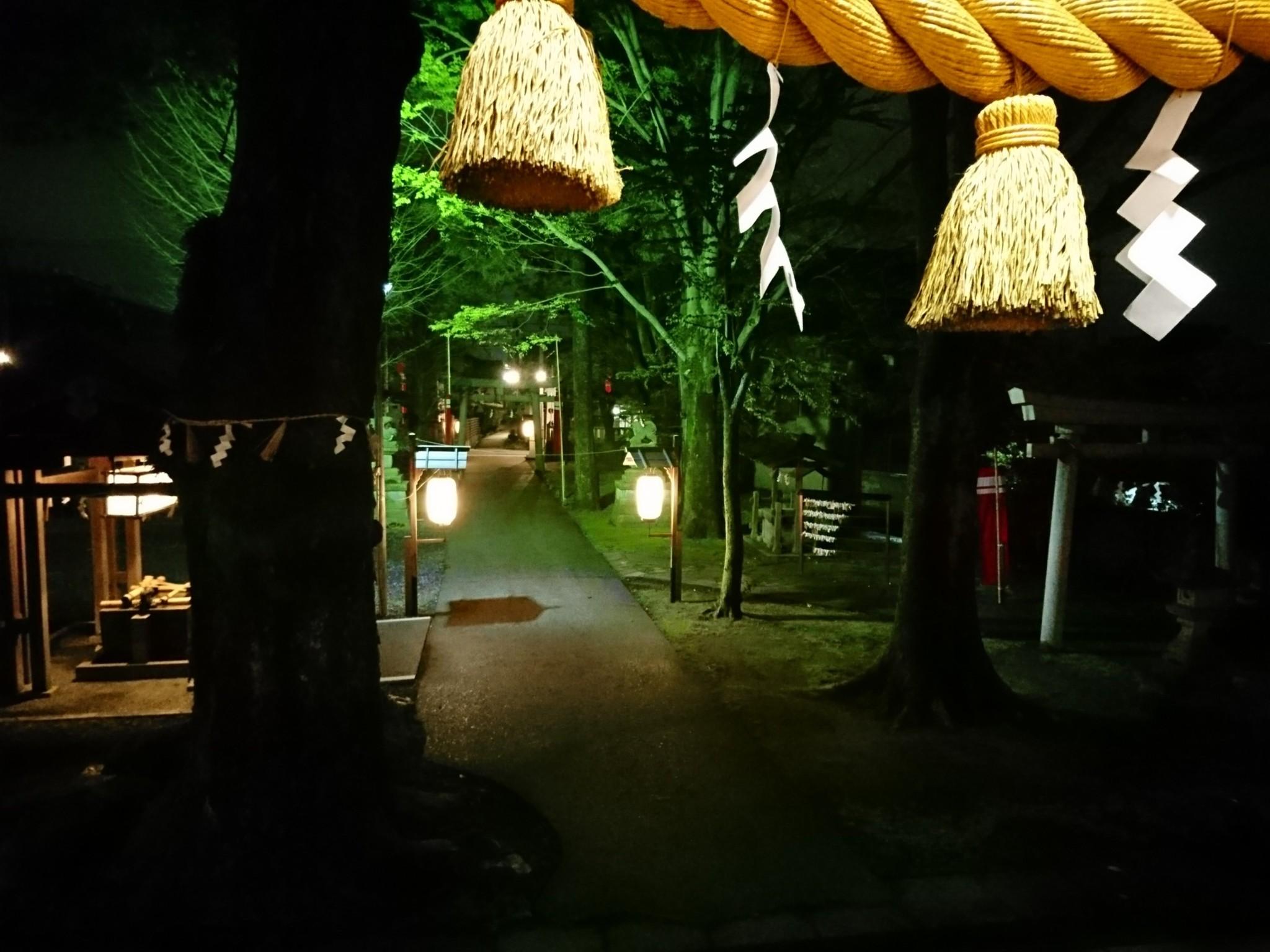 国造神社の灯火